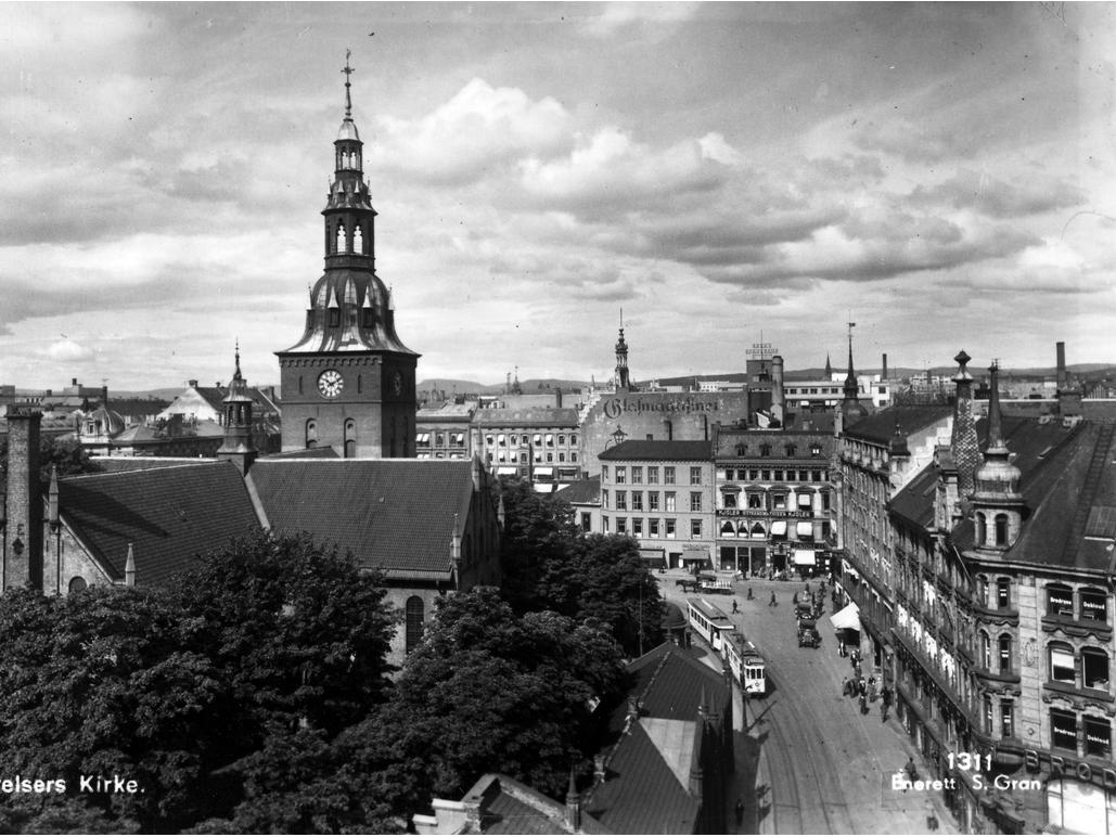 Utsikt over Oslo domkirke, Glassmagasinet, Hasselgården og Doblouggården
